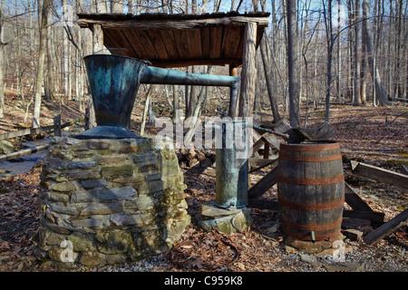 Vintage Prohibition-era copper whiskey still, Blue Blazes moonshine distillery, Catoctin Mountain Park, Thurmont, - Stock Photo