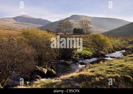 View to derelict farm building Moel Cynghorion and Crib-y-Ddysgl across Afon Arddu river near Llanberis Gwynedd - Stock Photo