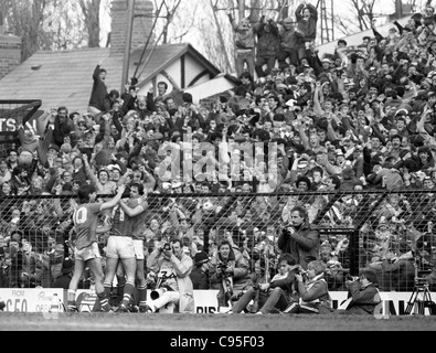 Everton V Luton Town FA Cup semi final at Villa Park 13/4/85 Everton players celebrate their winning goal in front - Stock Photo