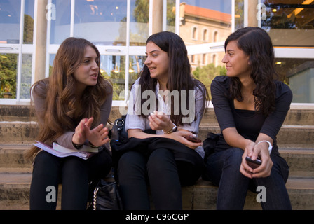 Three young female students chatting on the campus of the American University of Beirut (AUB), Hamra, west Beirut, - Stock Photo