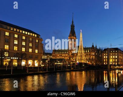 Alsterfleet canal, Alsterarkaden arcades, Rathausmarkt town hall square, town hall with Christmas market, Hamburg - Stock Photo