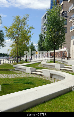 Small park, boulevard, Kaiserkai, lifestyle, Hafencity district, Mitte district, Hamburg, Germany, Europe - Stock Photo