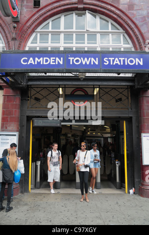Train passengers leaving Camden Town underground station in Camden Town, London, UK. - Stock Photo