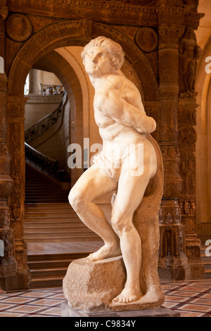 L'Esclave Rebelle sculpture by Michelangelo on display at Musee du Louvre, Paris France - Stock Photo