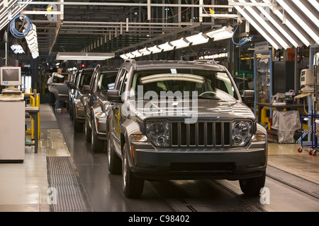 toledo ohio jeep assembly line at a chrysler plant stock photo royalty free image 34980419. Black Bedroom Furniture Sets. Home Design Ideas