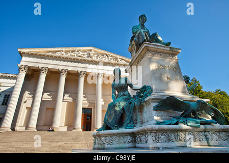 Budapest, Monument to poet Janos Arany in front of the Hungarian National Museum - Stock Photo