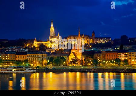 Europe, Europe central, Hungary, Budapest, Matthias Church and Calvinist Church at Night - Stock Photo