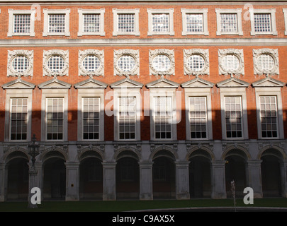 Fountain Court at Hampton Court Palace Surrey - Stock Photo