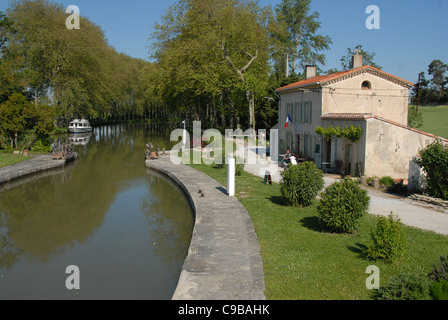 The lock Écluse de Peyruque on the Canal du Midi near Castelnaudary in Aude, Languedoc-Rousillon, France - Stock Photo