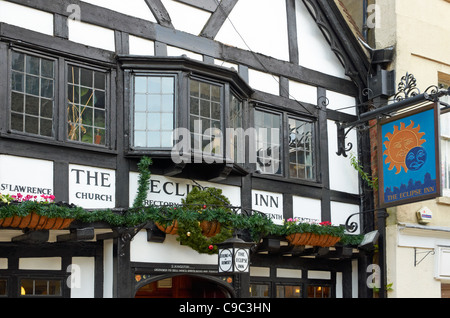 The Eclipse Inn, Winchester dates from 1540 and over past centuries has been a rectory, private residence, ale house - Stock Photo