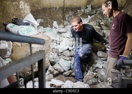 Jerusalem, Israel. 23rd November, 2011. Underground archaeological excavations continue along the 600 metre long - Stock Photo
