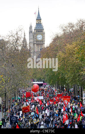 London, UK, 30th Nov, 2011.  Thousands of striking public sector workers join the march in London to protest at - Stock Photo