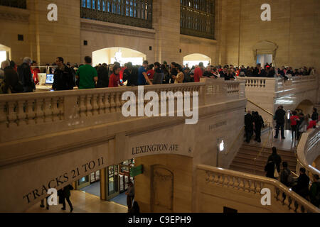 Thousands of Apple enthusiasts descend on Grand Central Terminal in New York for the opening of Apple's fifth store - Stock Photo