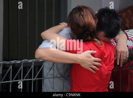 Feb. 1, 2012 - Jakarta, Indonesia - A prisoner hug his girl friend  at South Jakarta Court, Indonesia. Feburari - Stock Photo