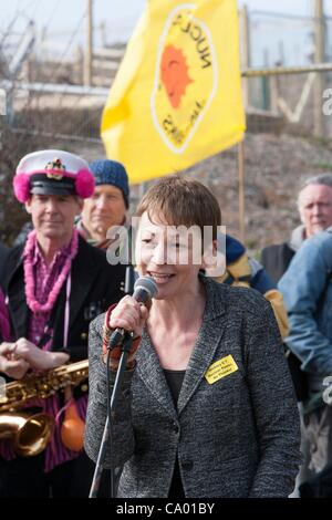Green MP  Caroline Lucas talks to Protesters at a march against the building of  Hinkley C power station, Somerset - Stock Photo