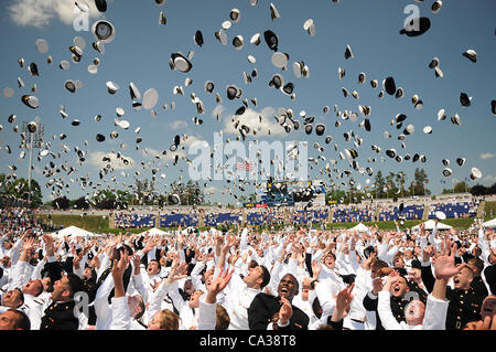 Sailors toss their hats in the air to mark the official closing of the 2012 US Naval Academy graduation and commissioning - Stock Photo