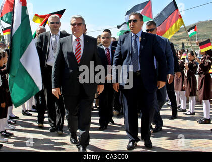 May 31, 2012 - Nablus, West Bank, Palestinian Territory - German Federal President Joachim Gauck, greets the students - Stock Photo