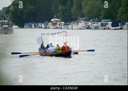 Richmond, UK. 02 June, 2012.The John Disley, a Thames Rosalind Class skiff, making its way downstream on the river - Stock Photo