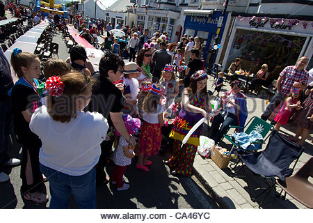 June 4th 2012, Rhuddlan, north Wales. A street party to celebrate the Queen's Diamond Jubilee goes ahead There were - Stock Photo