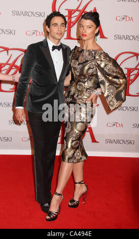 June 4, 2012 - New York, New York, U.S. - Designer ZAC POSEN and model CRYSTAL RENN attend the  2012 CFDA Fashion - Stock Photo