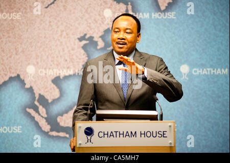 Tuesday 12th June 2012. London, UK. HE Mahamadou Issoufou, President of the Republic of Niger, speaks to the audience - Stock Photo