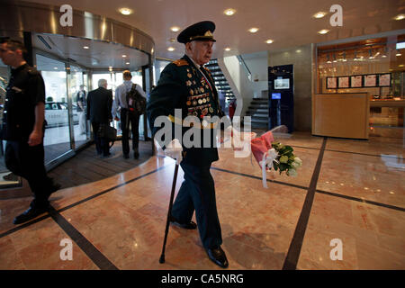 A soviet Jewish World War II veteran with medals pinned in his old uniform entering  celebrations of Russia Embassy - Stock Photo