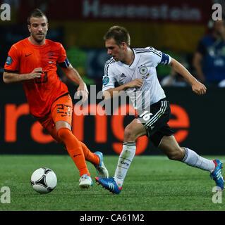 13.06.2012 Ukraine, Kharkiv : Ukraine, Kharkiv.  Netherlands national team player Rafael van der Vaart (left) and - Stock Photo