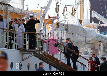 June Friday 15, 2012 - Queen Margrethe II of Denmark and the Chinese President Hu Jintao and his wife boarding the - Stock Photo