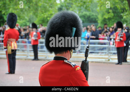 The Mall, London, UK. 16th June 2012. Guardsmen line the route down The Mall for the Trooping The Colour to celebrate - Stock Photo