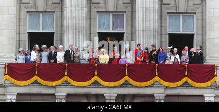 Royal Family on the Balcony at Buckingham Palace for Trooping of the Colour 2012 - Stock Photo