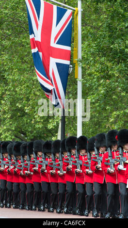 16th June 2012. Guardsmen in the Mall for Trooping The Colour to celebrate The Queen's Birthday. The Mall, London, - Stock Photo
