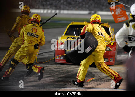 April 14, 2012 - Fort Worth, TX, USA - April 14, 2012 Ft. Worth, Tx. USA. Pit crews scramble during the NASCAR Sprint - Stock Photo