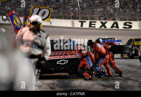 April 14, 2012 - Fort Worth, TX, USA - April 14, 2012 Ft. Worth, Tx. USA. Pitstops during the NASCAR Sprint Cup - Stock Photo