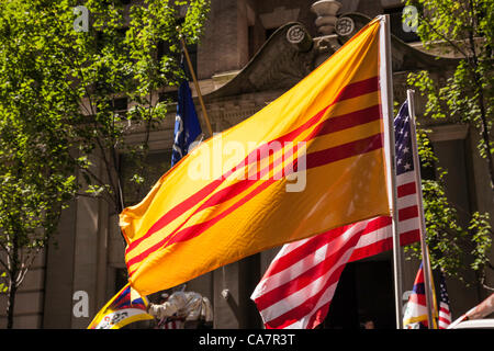New York City, USA. 23rd June 2012.  The annual International Cultural Paradeprovides the communities the opportunity - Stock Photo