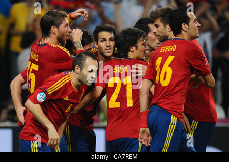 23.06.2012. Donetsk, Ukraine.  Spain's Xabi Alonso celebrates with the team after he scored the goal for 1-0 with - Stock Photo