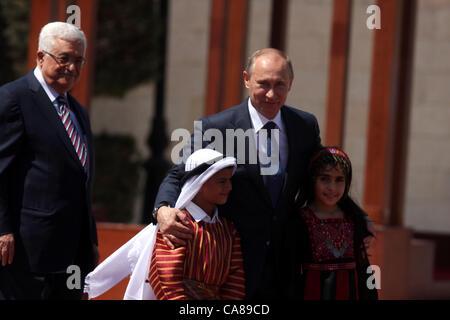 June 26, 2012 - Bethlehem, West Bank - Russian President VLADIMIR PUTIN is accompanied by two Palestinian children - Stock Photo