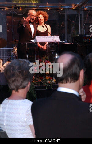 May 30, 2003 - Cincinnati, Ohio, USA - At the Contemporary Arts Center dedication dinner is RICHARD and LOIS ROSENTHAL - Stock Photo