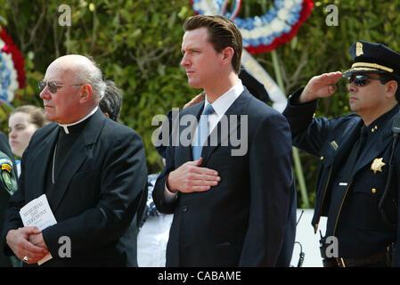May 31, 2004; San Francisco, CA, USA; Controversial San Francisco Mayor GAVIN NEWSOM (C) pays his respects. Mayor - Stock Photo
