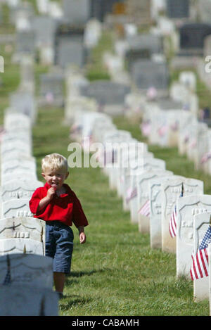 May 31, 2004; San Francisco, CA, USA; A young boy wanders through the gravestones. Hundreds of veterans from World - Stock Photo