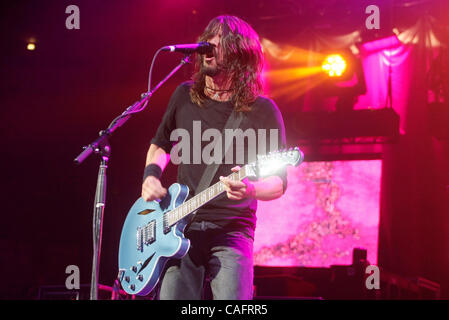 Dave grohl on drums stock photo 94436380 alamy - Foo fighters madison square garden ...