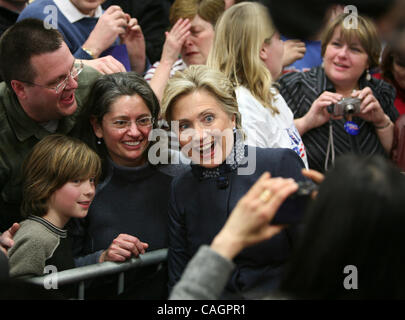 Feb 03, 2008 - Minneapolis, Minnesota, USA - Democratic presidential candidate Sen. HILLARY CLINTON poses for a - Stock Photo