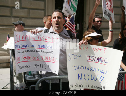 Sep 09, 2007 - New York, NY, USA - Protesters against Islam at the 22nd annual United American Muslim Day Parade - Stock Photo