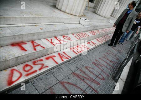 April 6, 2012. Thessaloniki, Greece. Stevedores protested about the reduction of 70% of their reserves at the Bank - Stock Photo