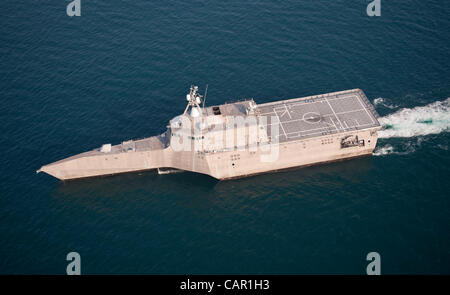 Littoral combat ship USS Independence (LCS 2) steams through the Atlantic Ocean off the coast of Florida 10th April - Stock Photo