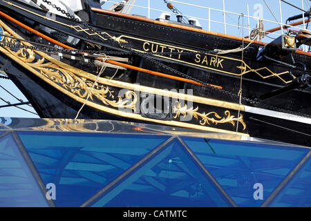 London, UK. Saturday 21st April 2012. Restoration work on the Cutty Sark is completed and workers remove barriers - Stock Photo