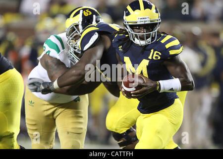 Sept. 10, 2011 - Ann Arbor, Michigan, USA - Michigan Wolverines quarterback Denard Robinson (16). The Notre Dame - Stock Photo