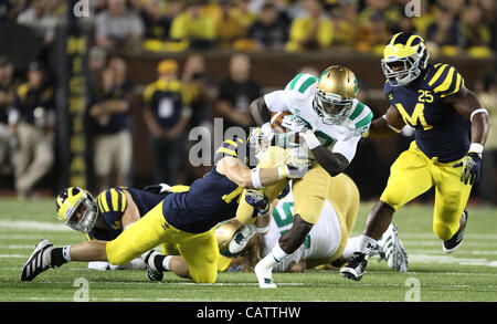 Sept. 10, 2011 - Ann Arbor, Michigan, USA - Notre Dame Fighting Irish running back Cierre Wood (20). The Notre Dame - Stock Photo