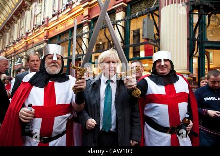 Leadenhall Market, City of London, UK. 23.04.2012 Picture shows Boris Johnson visits Leadenhall Market on St. George's - Stock Photo