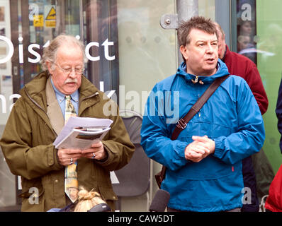 Broadcasters Mike Harding (left) and Stuart Maconie at the launch of 'Kinder 80' in Edale, Derbyshire. - Stock Photo