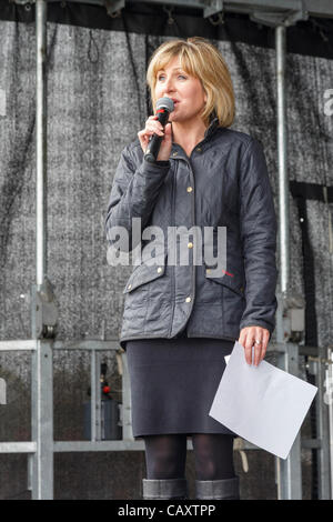 Flint Castle, Flintshire, North Wales, UK. 5th May 2012. BBC television presenter Sian Lloyd introduces the official - Stock Photo